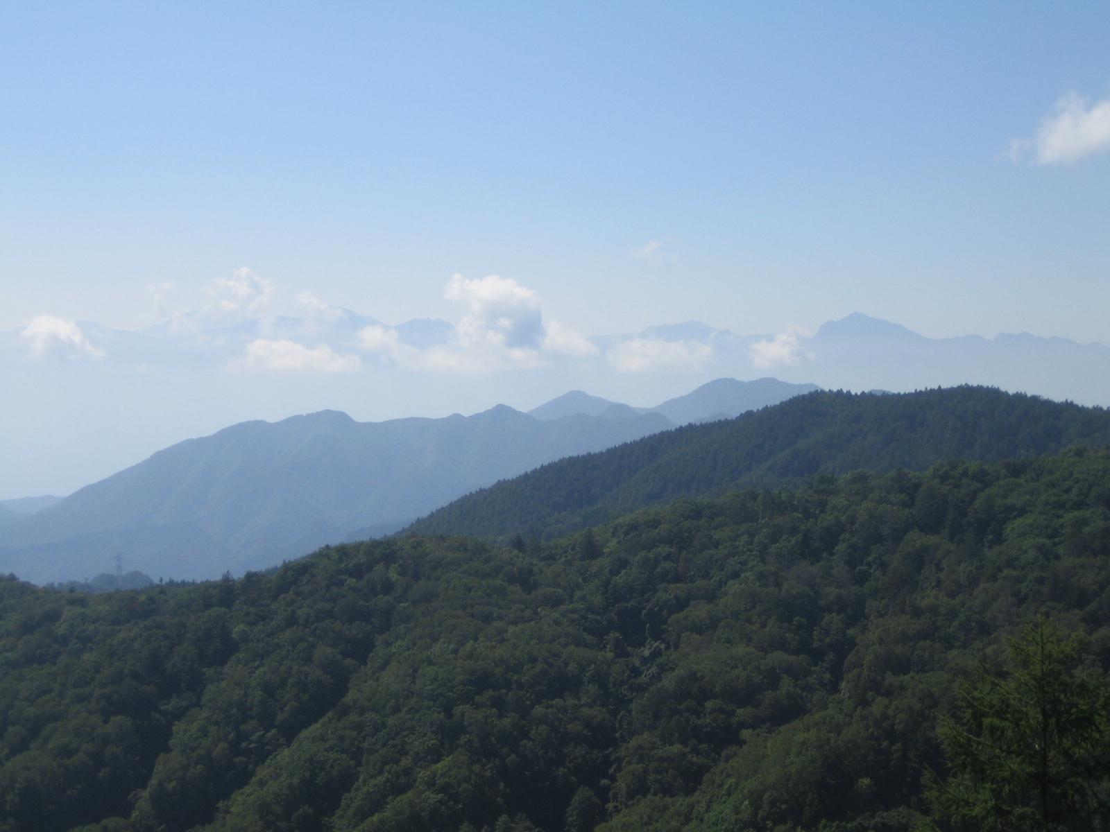 ... 北岳他南アルプスの峻峰を遠望